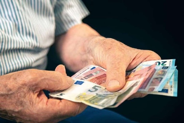 Αναδρομικά: «Βόμβα»! Ζητούν πίσω τα μισά λεφτά από τους συνταξιούχους