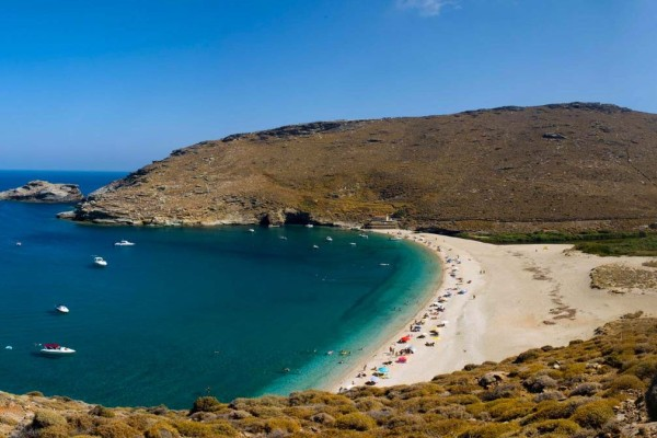 Άνδρος: Αφίξεις ρεκόρ στο νησί το τριήμερο του Αγίου Πνεύματος