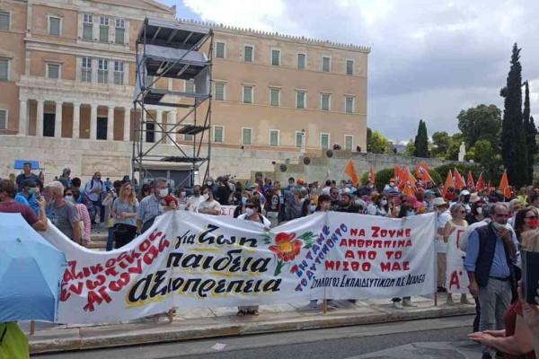 Εργασιακό νομοσχέδιο: «Λαοθάλασσα» στις απεργιακές κινητοποιήσεις - Σύσσωμη η αντιπολίτευση στους δρόμους