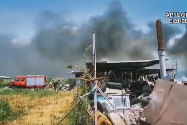 Αργος: Σε εξέλιξη φωτιά σε αποθήκη με λάστιχα