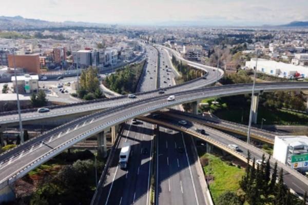 ΤΩΡΑ: Σφοδρή καραμπόλα τεσσάρων αυτοκινήτων στην Αττική Οδό! Μεγάλες καθυστερήσεις