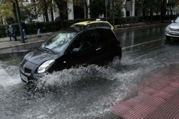 Καιρός: Συνεχίζεται η κακοκαιρία και τη Δευτέρα - Πού αναμένονται βροχές, καταιγίδες και χαλάζι