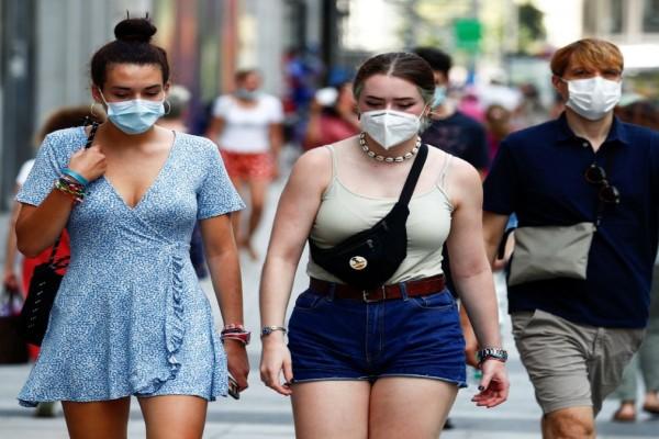Βατόπουλος: Μέσα καλοκαιριού το τείχος ανοσίας - Να μη βιαζόμαστε να πετάξουμε τη μάσκα
