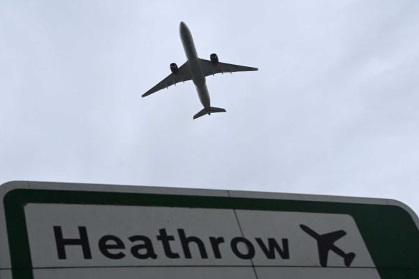 Βρετανία: Μετά τις αεροπορικές εταιρείες, τώρα οι πιλότοι καλούν την κυβέρνηση να ανοίξει τις πτήσεις για το καλοκαίρι