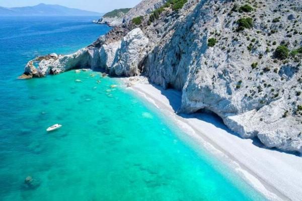 Η εντυπωσιακή παραλία με τα κρυστάλλινα νερά που βρίσκεται στην Σκιάθο - Μάθετε για ποιο λόγο είναι διάσημη στο εξωτερικό