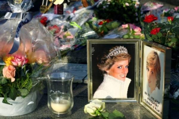 Πριγκίπισσα Νταϊάνα: Τι έβαλαν στα χέρια της πριν την θάψουν; Ανατριχιαστικό