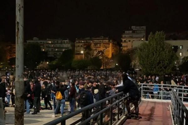 Θεσσαλονίκη: Νέα εισαγγελική παρέμβαση για το κορωνοπάρτι στο ΑΠΘ - Νοσηλεύεται στο νοσοκομείο η 19χρονη που έπεσε λιπόθυμη στο φρεάτιο