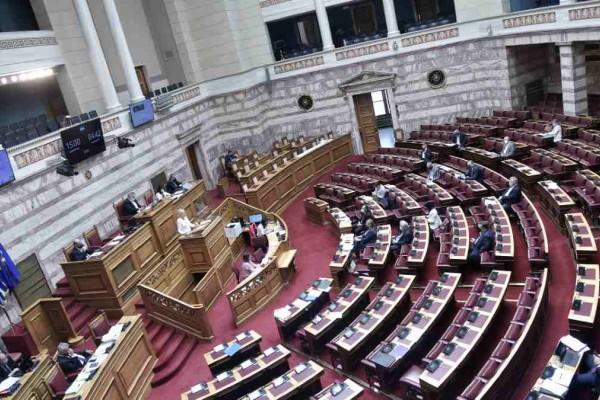 Εργασιακό νομοσχέδιο: Νόμος του κράτους με 158 ψήφους στη Βουλή - Τι προβλέπει