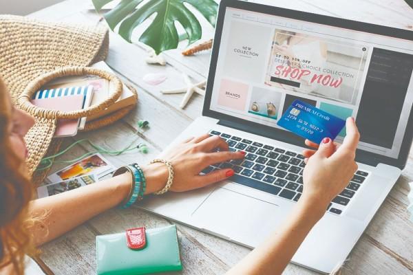 Αυξάνονται οι τιμές των προϊόντων που αγοράζουμε μέσω διαδικτύου από το εξωτερικό - Τι ψώνιζαν οι Έλληνες στην πανδημία από τον υπολογιστή τους