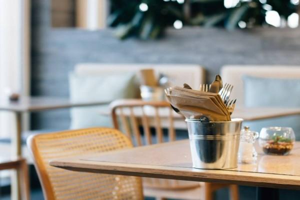 Έρχονται δύο κατηγορίες εστιατορίων και καφέ: Τα Covid Free και τα μεικτά!