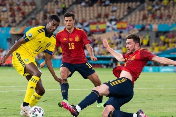 Euro 2020: Οι Ισπανοί «σκόνταψαν» στους Σουηδούς - Ασύλληπτη χαμένη ευκαιρία του Μπεργκ σε κενό τέρμα (Video)