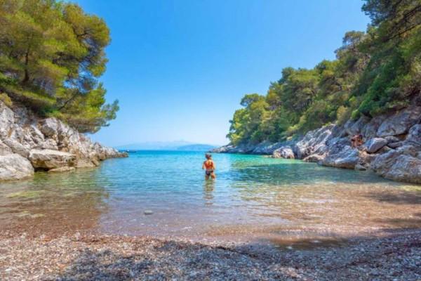 Εύβοια: Η άγνωστη παραλία που θυμίζει πολύ τα Σεϊτάν Λιμάνια της Κρήτης!