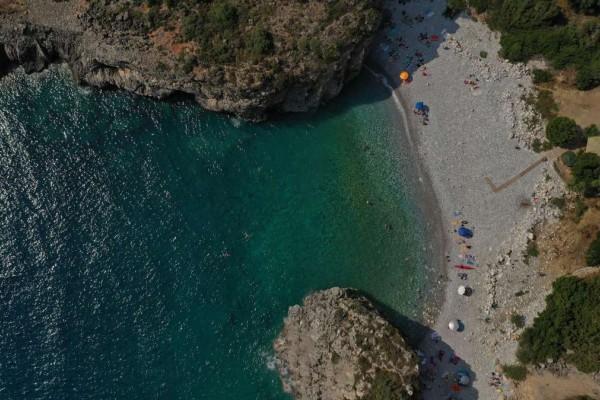 1+1: Υπέροχες παραλίες στην Μεσσηνία για να κάνετε την απόδρασή σας - Η μια άγνωστη και η άλλη διάσημη!
