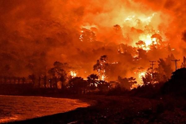 Τεράστια πυρκαγιά στην Βόρεια Εύβοια - Οι περιοχές της Αττικής που βρίσκονται σε κίνδυνο