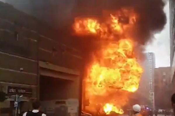 Φωτιά σε σταθμό του μετρό στο Λονδίνο - Τρομάζουν τα βίντεο