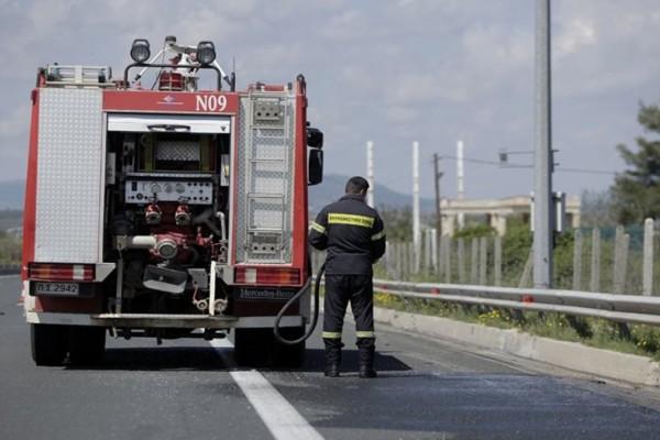 Φωτιά σε φορτηγό στην Εθνική Οδό Αθηνών-Λαμίας