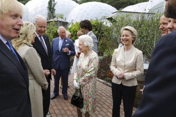 Η δεξίωση της βασίλισσας Ελισάβετ για τους G7 - Πώς έκλεψε την παράσταση από τους ηγέτες