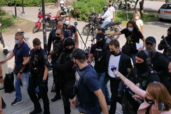 Έγκλημα στα Γλυκά Νερά: Στα δικαστήρια με αλεξίσφαιρο γιλέκο και... όλη την Αστυνομία ο Μπάμπης - Το προφίλ του 32χρονου «κτήνους»