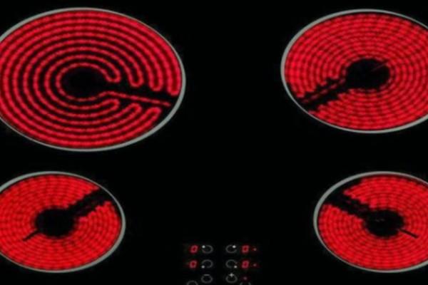 Φούρνος: Πως να αφαιρέσετε τις γρατσουνιές και την βρωμιά από τα μάτια της κεραμικής εστίας