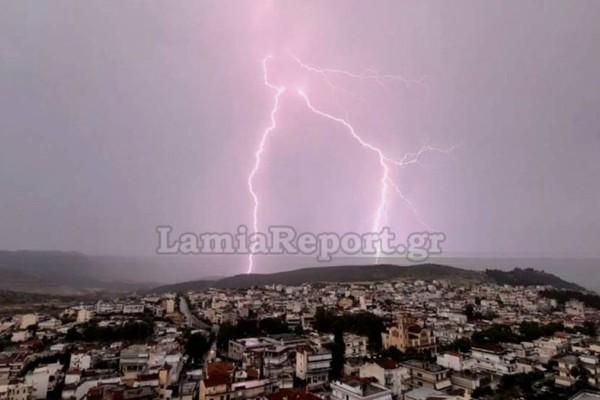 «Θερίζει» την χώρα η κακοκαιρία με χαλάζι και καταιγίδες - Η εξέλιξη από τον Σάκη Αρναούτογλου