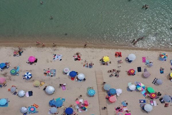 «Πράσινο φως» για κολύμπι στην πλαζ Αρετσούς στην Καλαμαριά