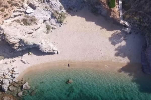 8+1 υπέροχες παραλίες στην Αττική για να κάνετε τις βουτιές σας