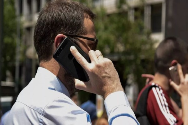 Τι αλλάζει υπέρ των καταναλωτών στην κινητή τηλεφωνία - Ανατροπή και στις χρεώσεις