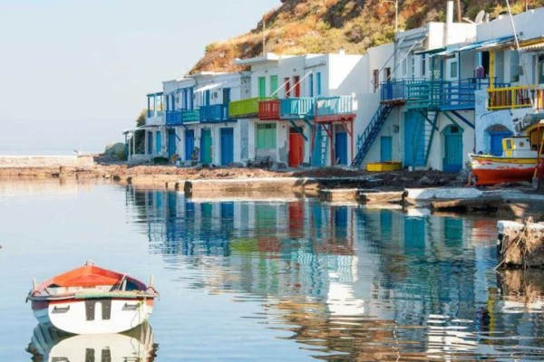 Μήλος: 5 λόγοι για να επισκεφτείτε το εντυπωσιακό νησί των Κυκλάδων