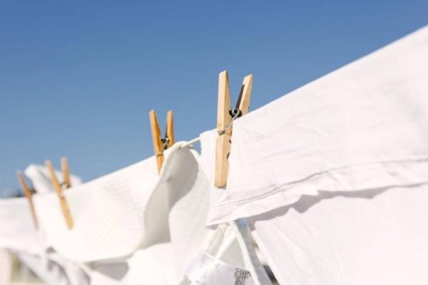 3 τρόποι για να διατηρήσετε τα λευκά σας ρούχα για πάντα λευκά