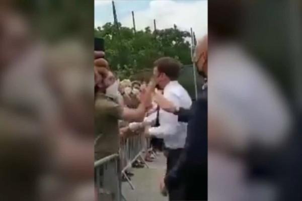 Σοκ στη Γαλλία: Νεαρός χαστούκισε τον Εμανουέλ Μακρόν - Η μέρα που ο Γάλλος πρόεδρος επιτέθηκε σε νοσοκόμα