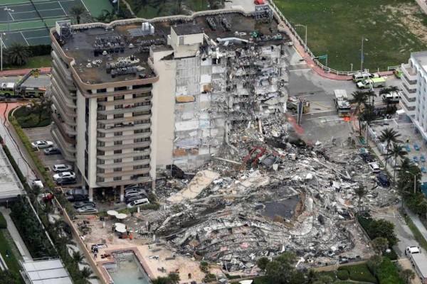Κατέρρευσε πολυώροφο κτίριο στο Μαϊάμι - Τρεις νεκροί και 99 αγνοούμενοι (Βίντεο)