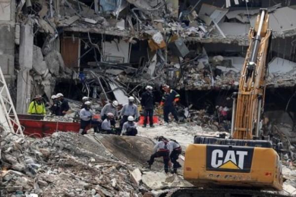 Στους 12 ο απολογισμός των νεκρών από την κατάρρευση κτιρίου στο Μαϊάμι - Σβήνουν οι ελπίδες για τον εντοπισμό επιζώντων