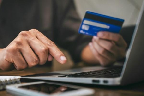 Τί πρέπει να προσέχουμε στις ηλεκτρονικές αγορές από 1η Ιουλίου - Ολική «στροφή» προς τα e-shop κάνουν οι καταναλωτές λόγω της πανδημίας