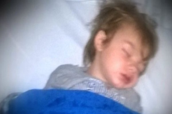 Όταν έβαλαν για ύπνο τον 3χρονο γιο τους ήταν μια χαρά - Αυτό που συνέβη μόλις ξύπνησε τους έκοψε το αίμα... (Video)