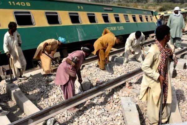 Πακιστάν: Τουλάχιστον 36 νεκροί από σύγκρουση τρένων