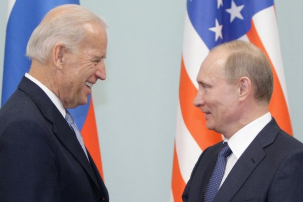 Χάος στη συνάντηση Μπάιντεν-Πούτιν: Αμερικανοί και Ρώσοι δημοσιογράφοι «πλακώθηκαν» μεταξύ τους!