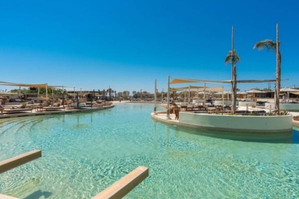 Η μεγαλύτερη πισίνα με θαλασσινό νερό στην Ευρώπη βρίσκεται στην Ελλάδα - Μαντέψτε που...