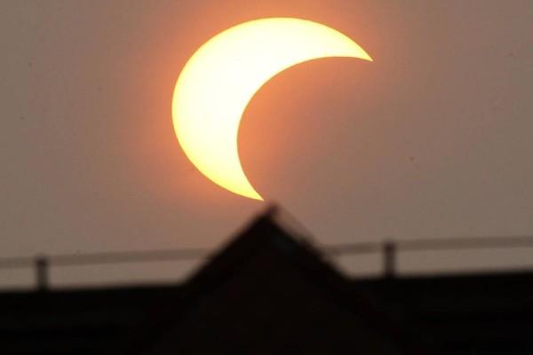 Εκλειψη Ηλίου: Τι είναι το «Δαχτυλίδι της φωτιάς» που θα συμβεί σήμερα - Πού θα είναι ορατό