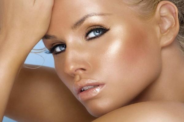 Μακιγιάζ - Καλοκαίρι 2021: Τα top makeup trends και χρώματα της σεζόν