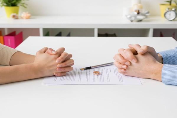 Συνεναινετικό διαζύγιο: Πώς θα εκδίδεται με ένα κλικ - Τι προβλέπει