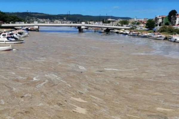 Τουρκία: Η γλίτσα που έχει βρωμίσει τη θάλασσα του Μαρμαρά και απειλεί το Αιγαίο!