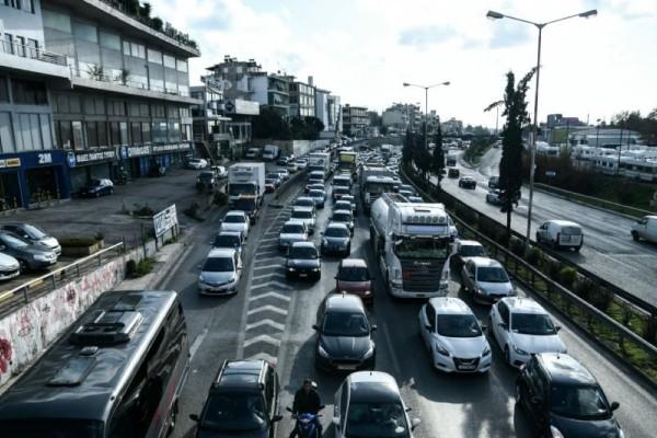 Εκτροπή οχημάτων στην έξοδο Σχηματαρίου - Μποτιλιάρισμα λόγω τροχαίου στην Αθηνών - Λαμίας
