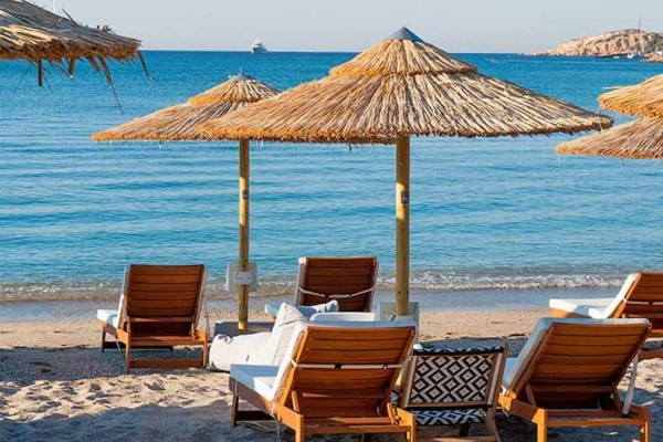 Ακτή Βουλιαγμένης: Οι νέες τιμές του εισιτηρίου για την είσοδό σας στην παραλία