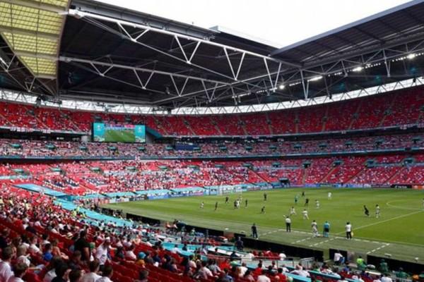 Euro 2020: Σε σοβαρή κατάσταση ο Άγγλος οπαδός που έπεσε από εξέδρα του Γούμπλεϊ