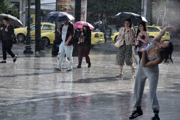 Καιρός σήμερα (21/07): Άστατος αλλά με άνοδο της θερμοκρασίας - Τι αναφέρει ο Κλέαρχος Μαρουσάκης;