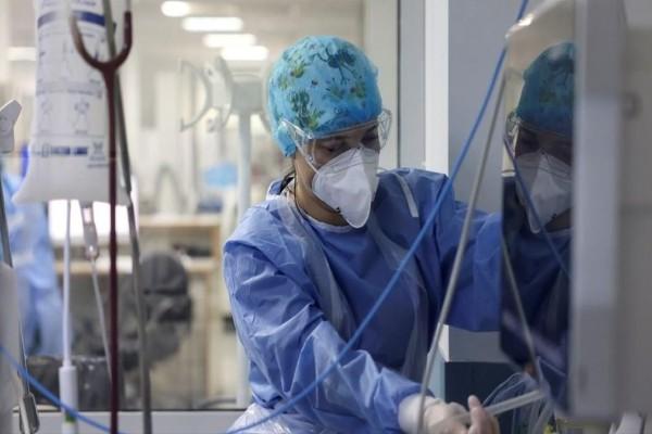Κορωνοϊός: 30χρονη ανεμβολίαστη στην Πάτρα δίνει μάχη διασωληνωμένη στον «Άγιο Ανδρέα»