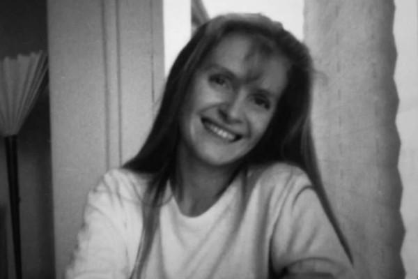 Φόνος στο Γουέστ Κορκ: To Netflix παρουσιάζει την αληθινή ιστορία μιας γυναίκας που βρέθηκε άγρια δολοφονημένη κοντά στο εξοχικό της