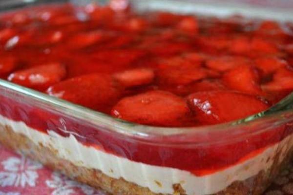 Το φραουλένιο γλυκάκι της γιαγιάς