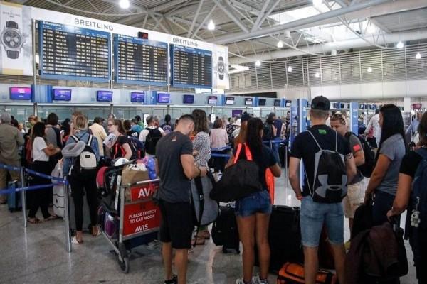 «Χαμός» με τις αφίξεις Βρετανών τουριστών στην Ελλάδα! - Έρχονται 352 πτήσεις αυτό το Σαββατοκύριακο