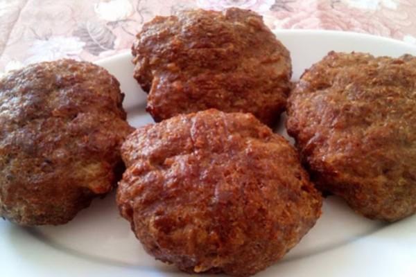 Τα πιο αφράτα και ζουμερά μπιφτέκια χωρίς ψωμί και χωρίς βρώμη